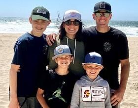 Vanessas-Beach-Family-Photo-280x220